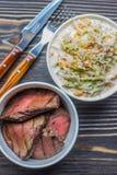 Salada com couve e carne Foto de Stock