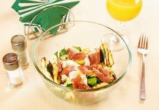 Salada com a faixa fumada do pato Imagem de Stock Royalty Free