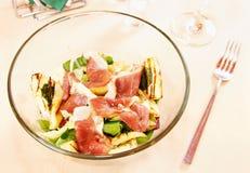 Salada com a faixa fumada do pato Imagens de Stock Royalty Free