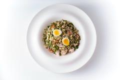 Salada com feijões, galinha e ovos de codorniz Fotografia de Stock Royalty Free