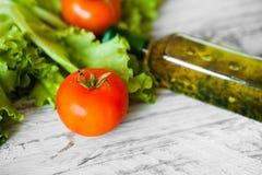 Salada com galinha, toranja, queijo e tomates Imagem de Stock