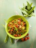 Salada com os feijões verdes lisos imagem de stock royalty free