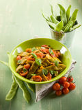 Salada com os feijões verdes lisos foto de stock