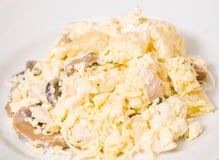 Salada com peito de frango, cogumelos, abacaxi, queijo, ovo fotografia de stock