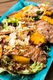 Salada com presunto e porcas da manga fotografia de stock
