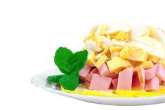 Salada com presunto e queijo e ovo Imagens de Stock