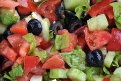Salada com queijo de feta e os legumes frescos Imagens de Stock