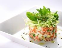 Salada com salmões, caviar e arugula fotografia de stock