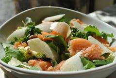 Salada com salmão fumado Foto de Stock