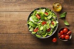 Salada com tomate e vegetais Imagens de Stock Royalty Free