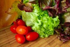 Salada da alface com tomates Foto de Stock Royalty Free