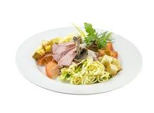 Salada da carne com cogumelos e tomates imagem de stock royalty free