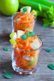 Salada da cenoura com maçã e aipo verdes Fotografia de Stock