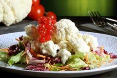Salada da couve-flor com bagas Fotos de Stock