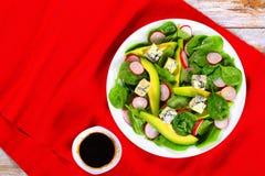 Salada da dieta saudável na bandeja branca Fotos de Stock Royalty Free