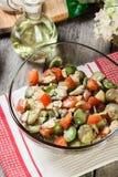 Salada da fava com tomates imagem de stock