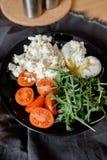 Salada da mistura em uma placa Fotos de Stock Royalty Free