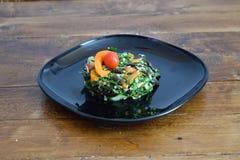 Salada da mola com feijões vermelhos e manjericão Fotos de Stock Royalty Free