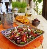 Salada da mola com feta do queijo fotos de stock