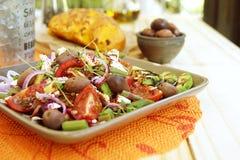 Salada da mola com feta do queijo imagens de stock royalty free