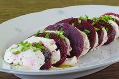 Salada da mussarela e das beterrabas Fotografia de Stock Royalty Free