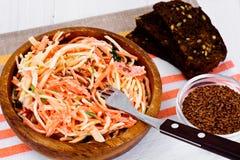 Salada da raiz ou o rabanete de aipo, a cenoura e o iogurte natural Imagem de Stock Royalty Free