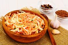 Salada da raiz ou o rabanete de aipo, a cenoura e o iogurte natural Fotos de Stock