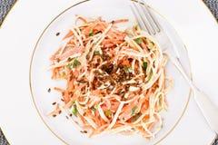 Salada da raiz ou o rabanete de aipo, a cenoura e o iogurte natural Imagens de Stock