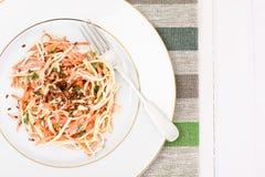 Salada da raiz ou o rabanete de aipo, a cenoura e o iogurte natural Imagem de Stock