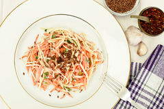 Salada da raiz ou o rabanete de aipo, a cenoura e o iogurte natural Foto de Stock Royalty Free