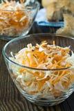 Salada da salada de repolho com couve e a cenoura shredded Imagem de Stock