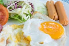 Salada da salsicha da omeleta Imagens de Stock