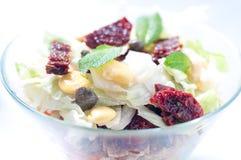 a salada da Sete-camada com ovo, atum, secou tomates Fotos de Stock Royalty Free