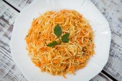 Salada da vitamina com raiz, cenouras e maçãs de aipo Foto de Stock Royalty Free