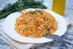 Salada da vitamina com raiz, cenouras e maçãs de aipo Imagem de Stock