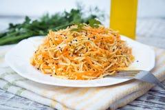 Salada da vitamina com raiz, cenouras e maçãs de aipo Fotos de Stock Royalty Free