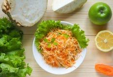 Salada da vitamina com raiz da maçã, da cenoura e de aipo Imagens de Stock