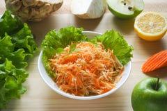 Salada da vitamina com raiz da maçã, da cenoura e de aipo Foto de Stock Royalty Free
