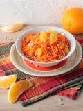 Salada das cenouras com fatias e as sementes de girassol alaranjadas Imagem de Stock Royalty Free