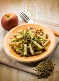 Salada das lentilhas com maçã da fatia imagem de stock royalty free