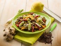 Salada das lentilhas com cebolas do capsicum fotografia de stock