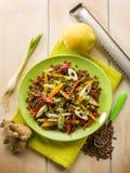 Salada das lentilhas com cebolas do capsicum imagens de stock royalty free