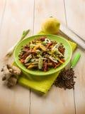 Salada das lentilhas com cebolas do capsicum fotos de stock