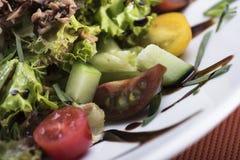 A salada de atum com tomates de cereja 10close levanta o tiro Imagem de Stock