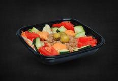 Salada de atum em uma caixa plástica Fotografia de Stock Royalty Free