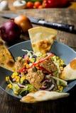 Salada de atum na bacia Imagem de Stock Royalty Free