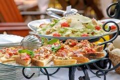 Salada de Bruschetta e de Caesar Fotos de Stock