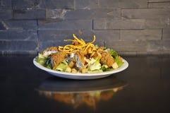 Salada de Caesar com galinha Foto de Stock Royalty Free