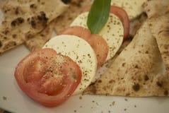 Salada de Caprese e pão do focaccia foto de stock