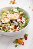 Salada de Cobb no branco fotografia de stock